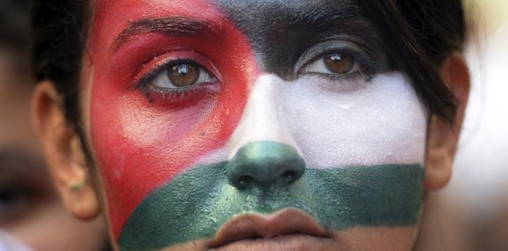 Une manifestante pro-palestinienne à Paris, le 26 juillet 2014. (AFP PHOTO / BORIS HORVAT)