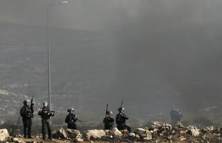 Des policiers israéliens près de la colonie de Bet El, à proximité de Ramallah, le 20 octobre. Photo Ammar Awad. Reuters