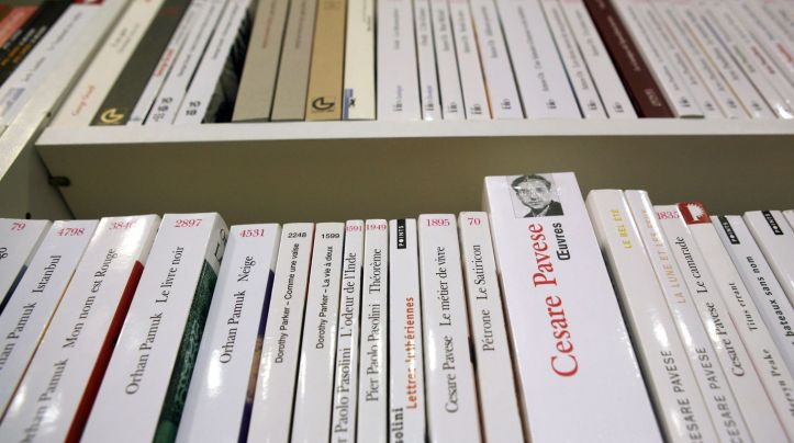 une-librairie-a-paris-le-patron-d-amazon-france-a-critique-la-loi-encadrant-les-conditions-de-vente-a-distance-des-livres-dite-loi-anti-amazon_4682348