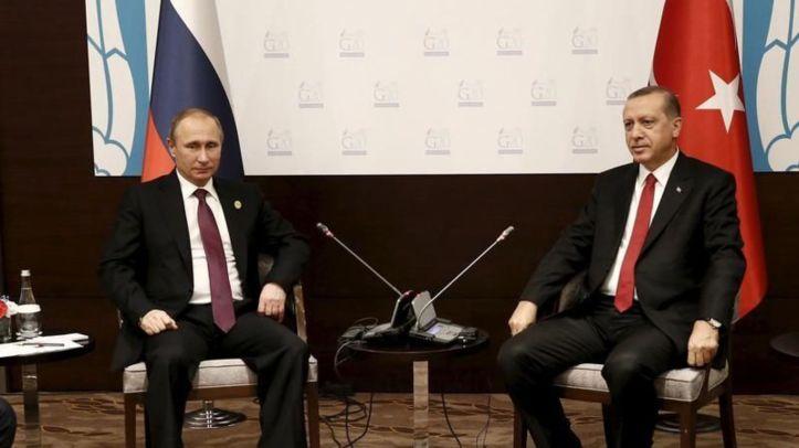 L'armée russe a accusé Erdogan et sa famille d'être impliqués dans le trafic de pétrole auquel se livre l'organisation Etat islamique. Reuters/POOL New